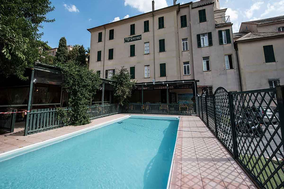 Piscina con portico Hotel Florenz